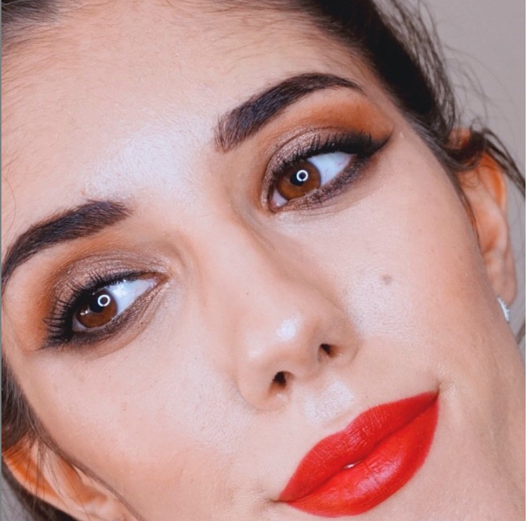 RED LIPS – MAQUILLAJE CLÁSICO